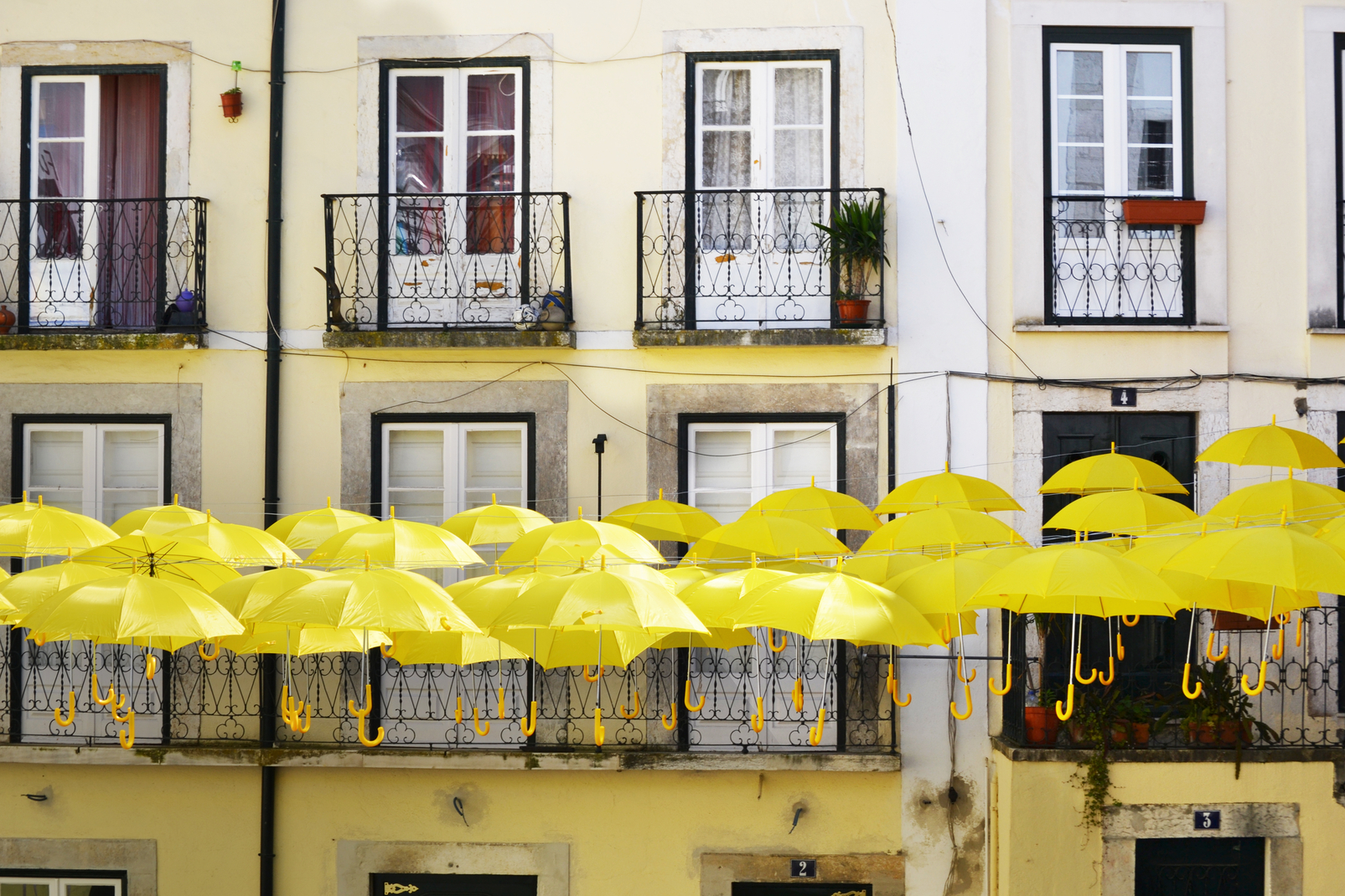 Umbrella Sky Project - Alfama'14