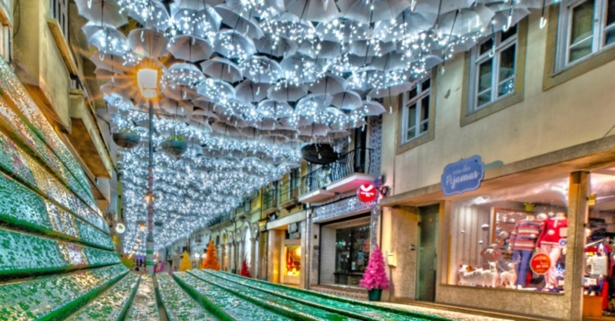 A coisa mais bonita que vai ver hoje: os guarda-chuvas de Águeda estão em modo Natal